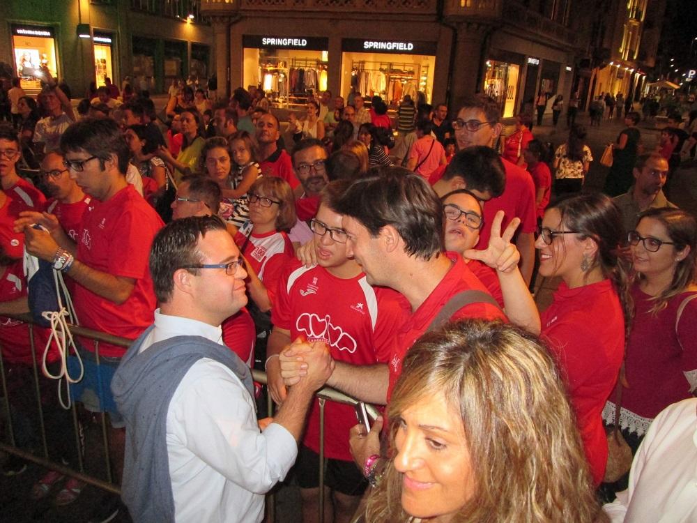 Eugenio Sánchez Redondo saludando a Álvaro del Bosque