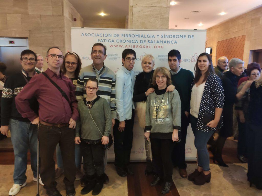 Grupo de Fundación AVIVA asistente a la cena solidaria organizada por Afibrosal